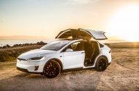 Продажи дорогих моделей Tesla рухнули вдвое