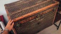 Украинские пенсионеры хранили корм длякур вантикварном сундуке