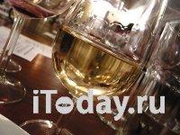 Чем объемнее бокалы, тем больше вина выпивают люди