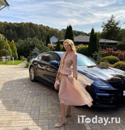 Рейтинг дня: Яна Рудковская отправилась на работу во всём розовом