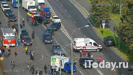 В Москве два автомобиля столкнулись с мотоциклом - 25.09.2020