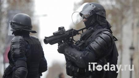 У бывшей редакции Charlie Hebdo в Париже мужчина совершил нападение - Радио Sputnik, 25.09.2020