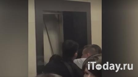 Опубликовано видео из кабины застрявшего со студентами лифта - 26.09.2020