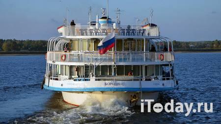 В Татарстане баржа с песком села на мель и получила пробоину - 11.10.2020