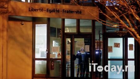 Был в банде. Figaro выяснила, кто жестоко расправился с учителем в Париже - Радио Sputnik, 17.10.2020