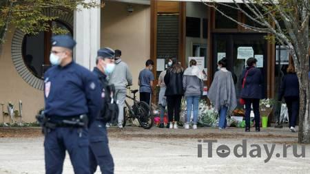 СМИ выяснили детали получения статуса беженцев семьей убийцы учителя - Радио Sputnik, 17.10.2020