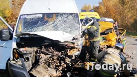 В Архангельске в ДТП с микроавтобусом пострадали шесть человек - 18.10.2020