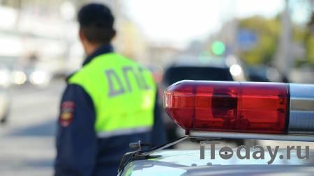 В Ростове-на-Дону водитель Infiniti бросил машину после ДТП с автобусом - 23.10.2020