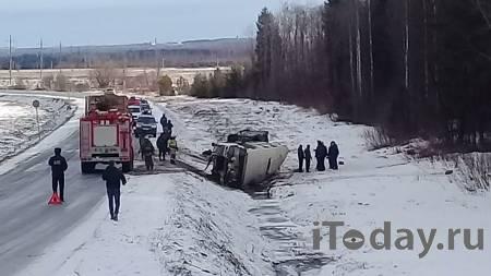 В ДТП с грузовиком в Калужской области пострадали семь человек - 24.11.2020