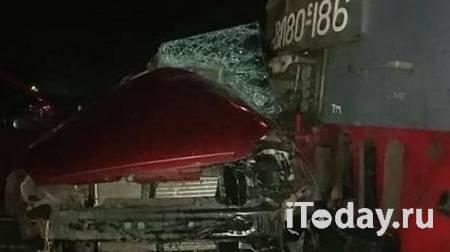 СК возбудил дело после столкновения товарного поезда с авто на Кубани - Радио Sputnik, 28.11.2020