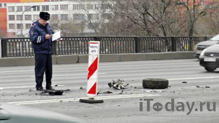 Уронил столб на автобус. Водитель Lada устроил двойное ДТП в Волгограде - Радио Sputnik, 29.11.2020