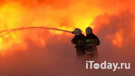 Появилось видео с места пожара в коллекторе на севере Москвы - Радио Sputnik, 02.12.2020