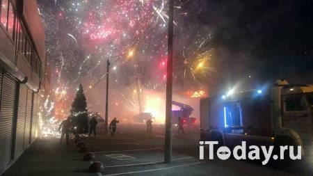 Пожар в павильоне пиротехники увеличился до 4 тысяч квадратных метров - Радио Sputnik, 06.12.2020