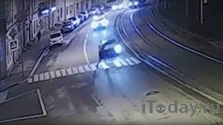 В Сети показали кадры ДТП с футболистом на Lexus в Петербурге - Радио Sputnik, 01.01.2021