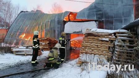 В Подмосковье локализовали крупный пожар на территории мебельной фабрики - 08.01.2021