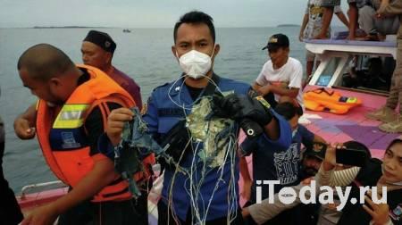 Спасатели обнаружили черные ящики рухнувшего индонезийского самолета - Радио Sputnik, 10.01.2021
