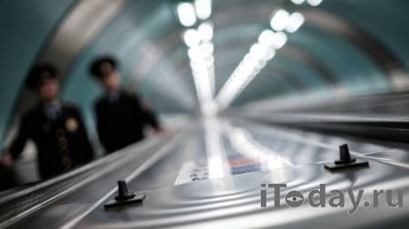 Поплатится входом. В метро Петербурга мужчина жонглировал мячом - Радио Sputnik, 14.01.2021