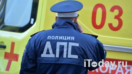 В Архангельске автобус столкнулся со скорой и сбил женщину на тротуаре - 19.01.2021