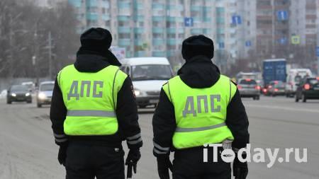 На Ямале сотрудники ДПС помогли застрявшему на трассе дальнобойщику - 22.01.2021