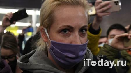 В Петербурге участники незаконной акции вышли на проезжую часть - 23.01.2021