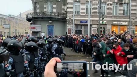 Участники незаконной акции в Москве пытаются перекрыть центр - Радио Sputnik, 23.01.2021