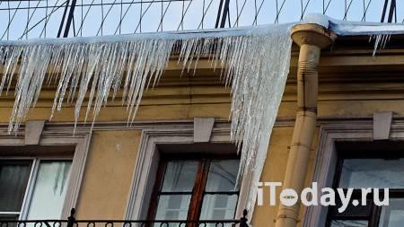 Над балконом дома в Саратове, где погиб школьник, выявили опасную наледь - 23.01.2021