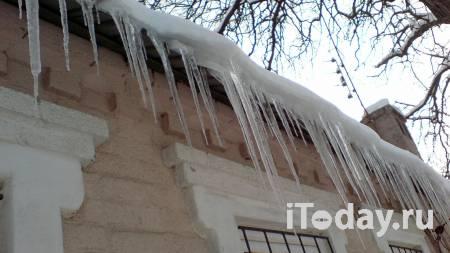 В Ульяновской области под тяжестью снега обрушилась стена дома - Радио Sputnik, 24.01.2021