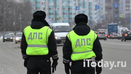 Автоинспекторы помогли семье из Омской области после поломки автомобиля - 25.01.2021