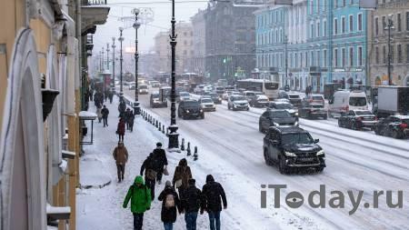 Петербуржец с зонтиком разогнал длинную пробку на перекрестке - Радио Sputnik, 26.01.2021