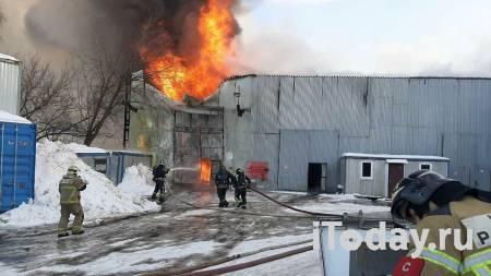 На юге Москвы потушили пожар в ангаре - 07.02.2021
