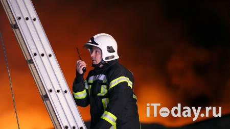 Люди прыгали с третьего этажа, спасаясь от пожара на юго-востоке Москвы - Радио Sputnik, 13.02.2021