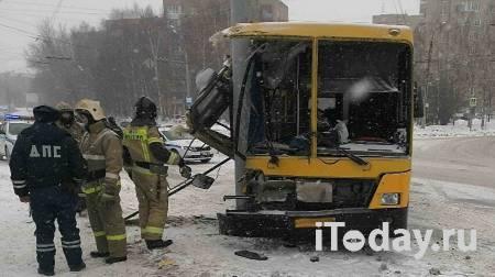 В Ижевске шесть человек пострадали при наезде автобуса на опору ЛЭП - 27.02.2021