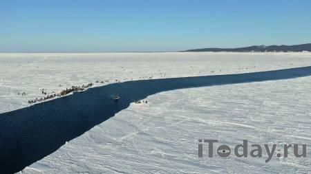 В заливе Мордвинова спасатели доставили со льда на берег 26 рыбаков - 28.02.2021