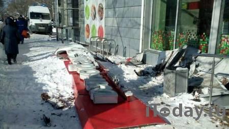 Женщина, на которую упала вывеска магазина в Нижнем Новгороде, умерла - 01.03.2021