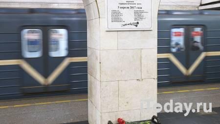 Пассажир упал на рельсы в метро Петербурга - Радио Sputnik, 05.03.2021