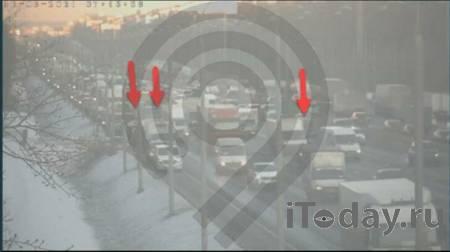 На МКАД столкнулись три автомобиля - 12.03.2021