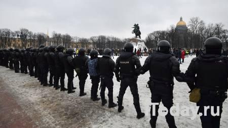 Толкнувшему силовиков на незаконной акции петербуржцу дали условный срок - 23.03.2021