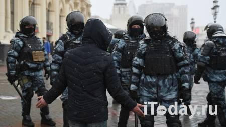 Мужчина, ударивший полицейского на незаконной акции, получил год колонии - 31.03.2021