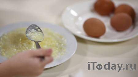Власти Кирова объяснили, зачем работница школьной столовой мыла котлеты - 02.04.2021