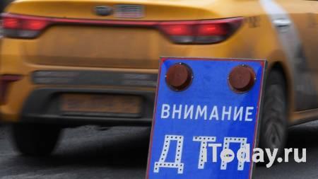 В Москве автомобиль столкнулся с трактором - 05.04.2021