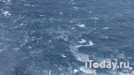 В Охотском море загорелся рыболовецкий траулер - 08.04.2021