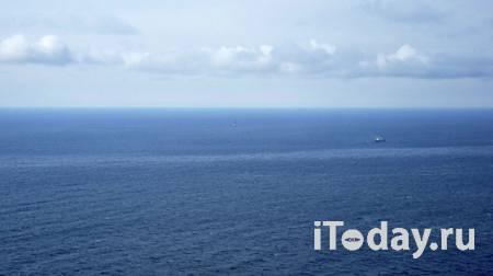 Пожар на рыболовецком траулере в Охотском море потушили - 08.04.2021