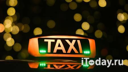 В Москве таксист изнасиловал уснувшую в машине женщину, сообщил источник - 09.04.2021