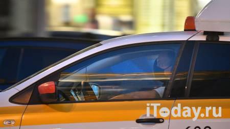 В Казани таксист подрался с пассажиркой