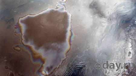 Reuters: на месте исчезновения подлодки Индонезии нашли пятно нефти
