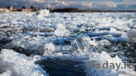 В Хабаровске ледоход снес ограждение набережной и чуть не задавил людей - 22.04.2021