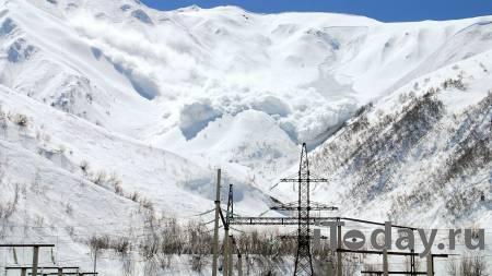 В Бурятии нашли мертвым одного из трех туристов, которых накрыла лавина - 04.05.2021