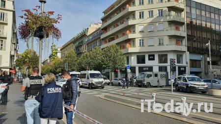 Мужчина трижды ударил себя ножом перед входом в здание полиции во Франции - 04.05.2021