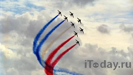 """""""Деды"""" во Франции привязали новичка к мишени во время учений - Радио Sputnik, 08.05.2021"""