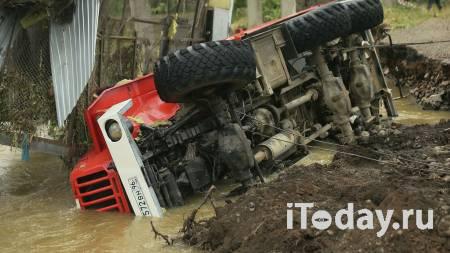 Юная автоледи на легковушке протаранила трактор в Самарской области